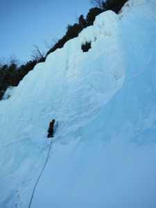Jordi starting up Geuele de Requin (Wi5+)